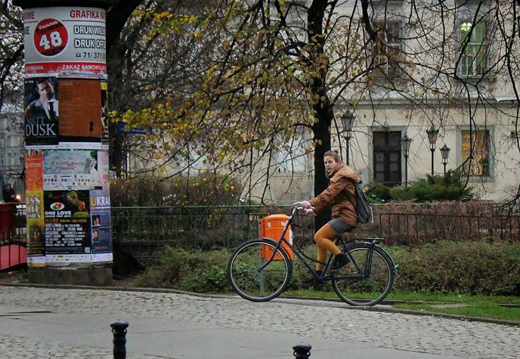 yellow girl in #Wrocław