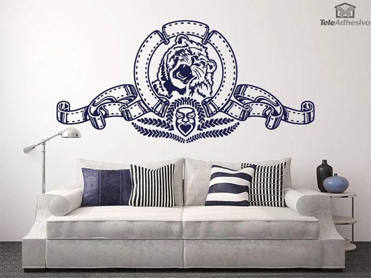 """Vinilo decorativo inspirado en """"El León de la Metro"""" es la mascota del estudio de cine estadounidense Metro-Goldwyn-Mayer (MGM). Este león conforma el elemento más característico del logotipo de MGM, circundado por una película de celuloide."""