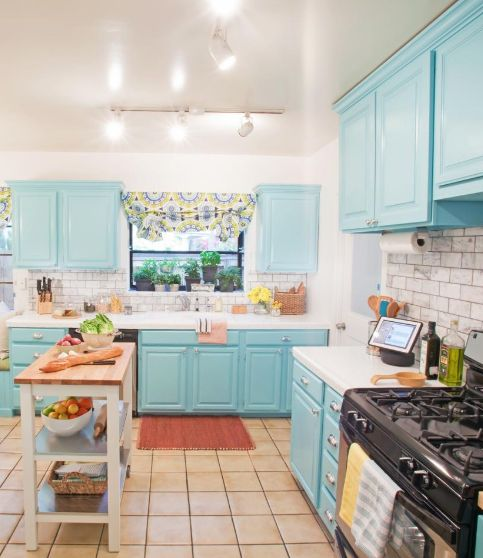 What A Bright And Cheerful Kitchen Love The Tiffany Blue Cabinets