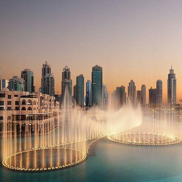 The dancing fountain at Dubai Mall, Dubai, United Arab Emirates.