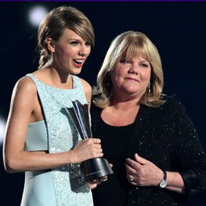 Taylor Swift's Mom Makes Us Cry! Presents her with AMC award