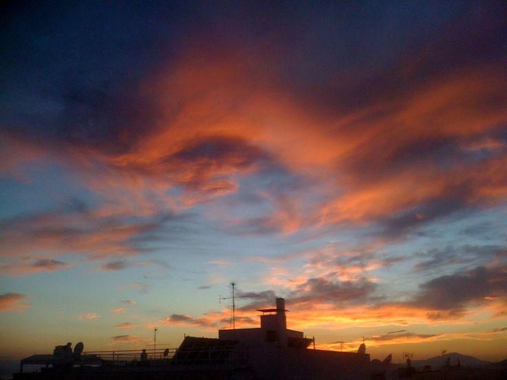 Ο ουρανός στη Νέα Σμύρνη 17 Mαρτίου 2014 Φωτογραφία: Αλεξία Ηλιάδου