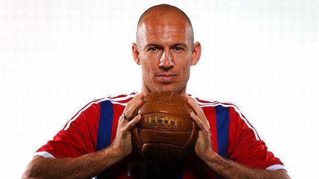 Arjen Robben es uno de los jugadores más importantes del Bayern Munich y eso gracias a que un día decidió dejar el Real Madrid en busca de mejores oportunidades. Y no se equivocó. Así lo ha reconocido el jugador holandés en una entrevista con el portal Goal.com. Enero 16, 2015.