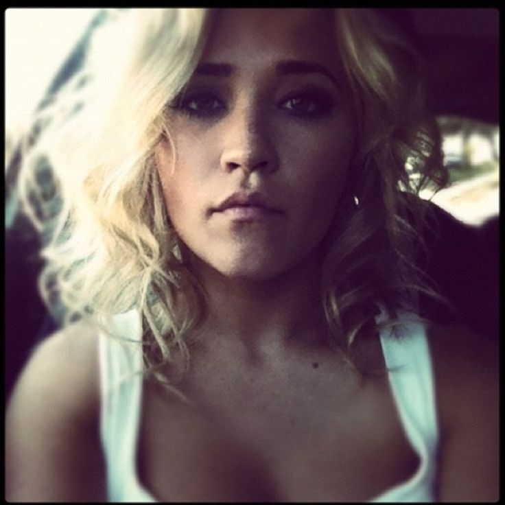 Emily Osment's short hair