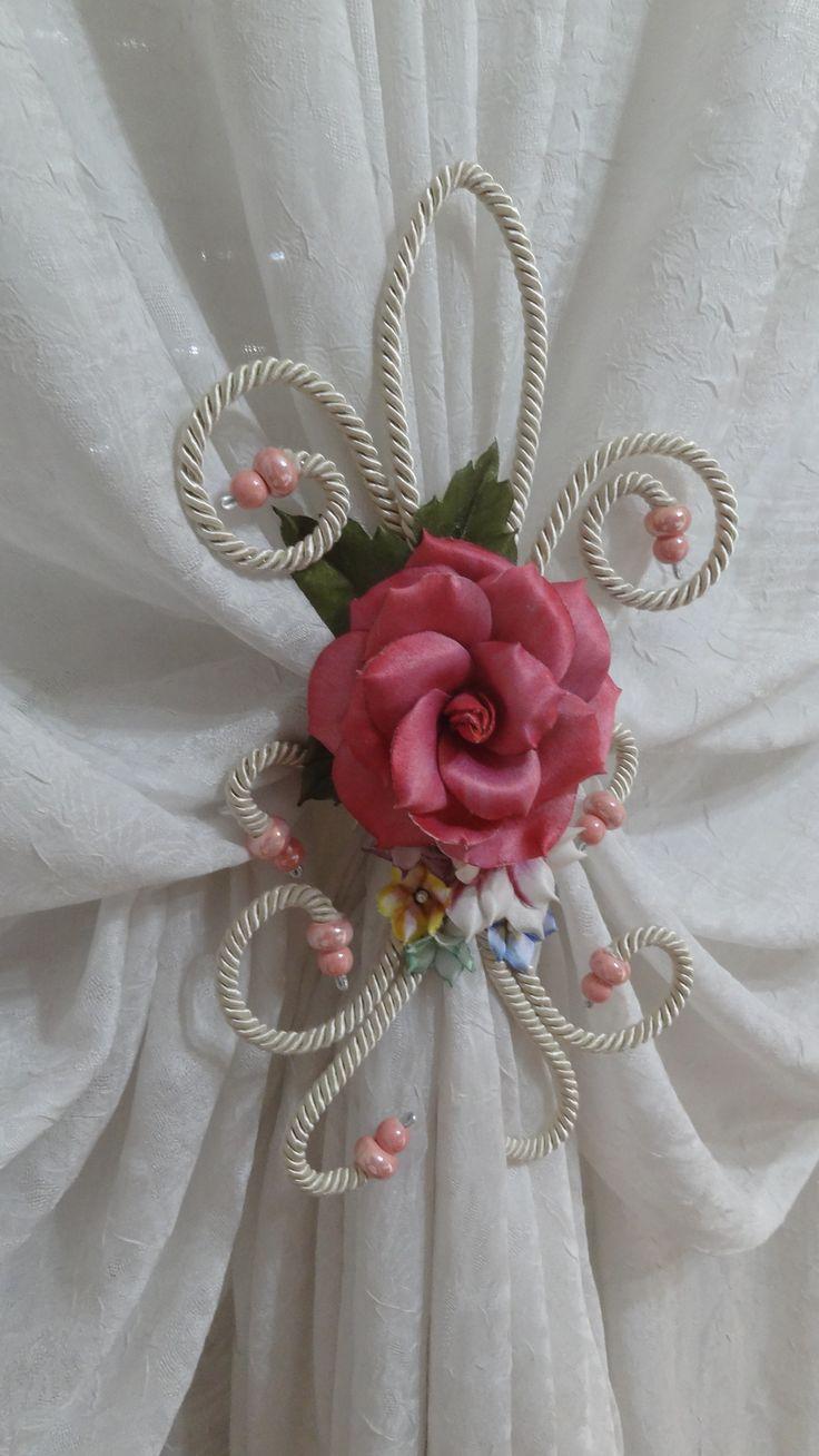 Legatenda con rosa di color rosa