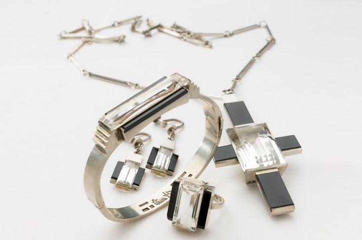 Hängsmycke, ringar, örhängen och armband, 1938-1943