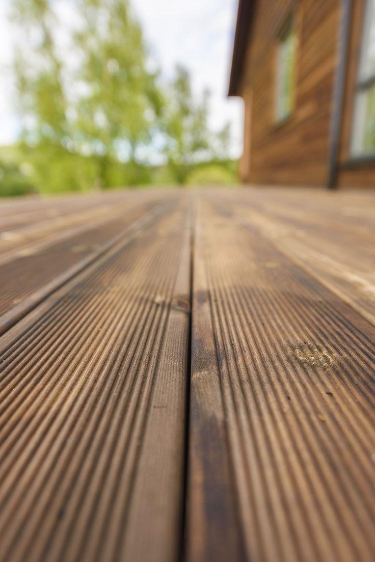 Terrassebord i brun MøreRoyal® - vedlikeholdsvennlig terrasse som varer år etter år..