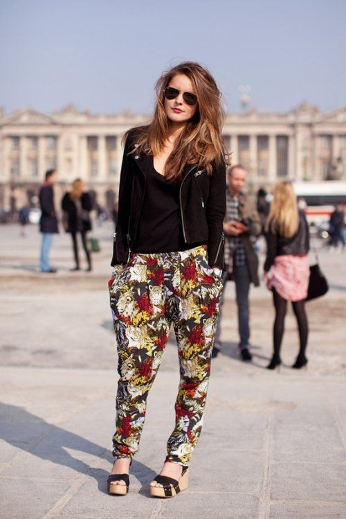 K I don't like the print but love the outfit look! Starting to get into this new loose trouser pant trend :)