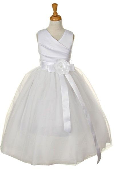 Such a pretty dress for First Communion! Can this have less poor and sleeves?