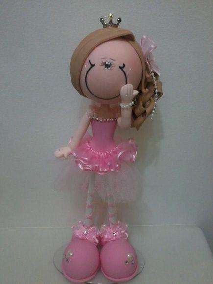 Boneca confeccionada com o estilo do cliente,tem a altura de 33 cm  Pode colocar o nome também  òtimo presente personalizado R$ 60,00
