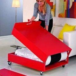 Une table basse en pin convertible en lit d'appoint - Système D n°821