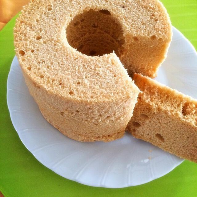 米粉で作ってみたかったシフォン きな粉香るしっとりふわふわに  小豆と一緒に食べたい - 48件のもぐもぐ - きな粉の米粉シフォンケーキ✨ by kyoko830