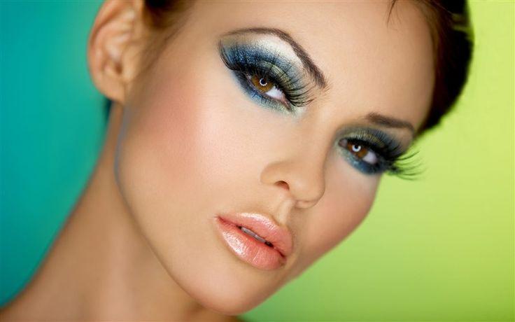 """""""Asyalı birinin teni için hangi renk göz farı uygundur?"""" İsli grileri, sade ve soluk renk tonlarını tercih edin. """"Göz makyajımın uzun süre dayanmasını nasıl sağlarım?"""" Göz farınızı sürmeden önce gözkapaklannıza açık renk bir fondöten ya da kapatıcı sürün. """"Hangi gözler için hangi renk göz farları uygundur?"""" Genelde makyaj sanatçıları en iyisinin kontrast renkler kullanmak olduğunda … #make-up #makyaj #cilt #rimel #ruj"""
