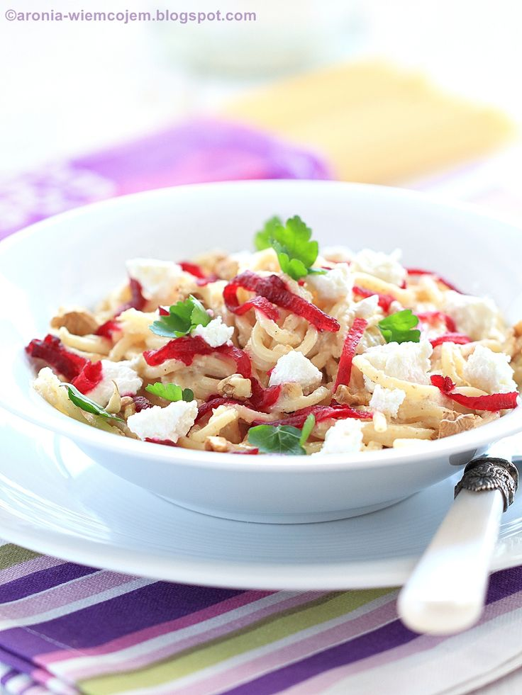Wiem co jem - Spaghetti z serem i pieczonymi burakami w sosie orzechowym