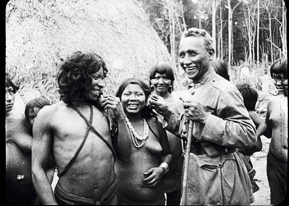 Marechal Rondon com índios