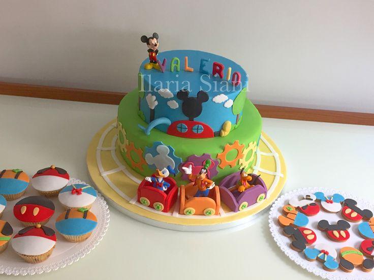 """Festa a tema Topolino e i suoi amici Disney 🎂🎉🎈 #instafood #ilas #ilassweetness #festa #topolino #mikeymouse #paperino #pippo #pluto #tortaapiani #cupcakes #biscotti #birthcake #cakedesign #compleanno #birthday #birthdayparty  Per info e richieste contattami qui  www.facebook.com/ilascake  e se ti va metti """"mi piace"""" alla mia pagina 👍🏻"""