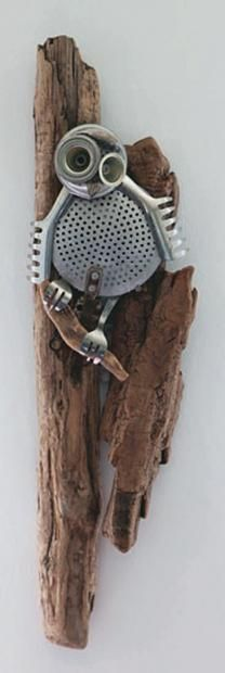 BLANQUET Audrey, née en 1975 Petite chouette, 2008 Sculpture en bois flotté