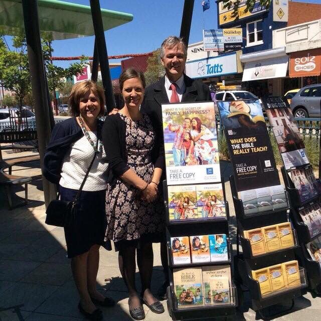 Public witnessing down under Swan Hill. Vic. Australia. Christian love to u all worshippers of Jehovah worldwide