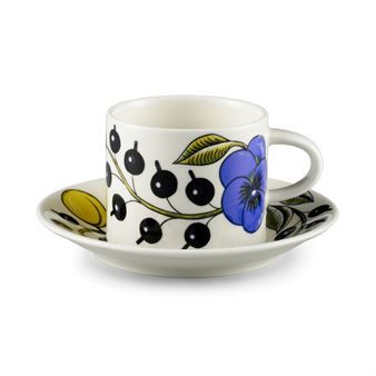 Birger Kaipiainen's Paratiisi range is a much-loved classic of Arabia that combine well-defined shapes with rich decoration. Paratiisi coffee cup and saucer is a traditional Scandinavian cup designed in 1969.