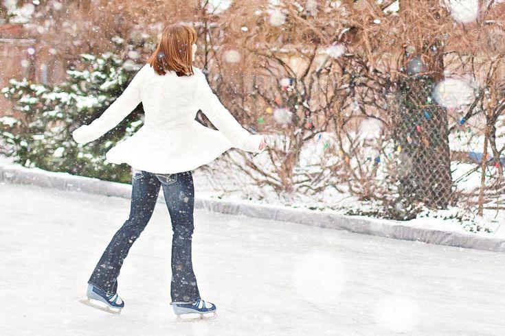 Le Québec comporte de nombreuses patinoires et sentiers de patinage magnifiques. Voici 15 suggestions parmi les plus belles patinoires de la province.