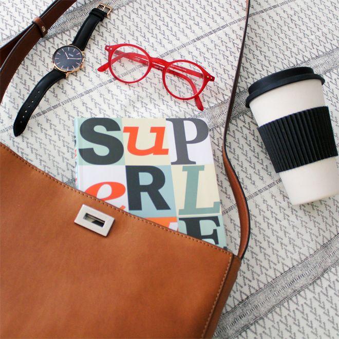 Hurtige tips til at forlænge feriefølelsen med nemme go-to outfits og små tricks, der gør overgangen fra ferie til hverdag lidt blidere.