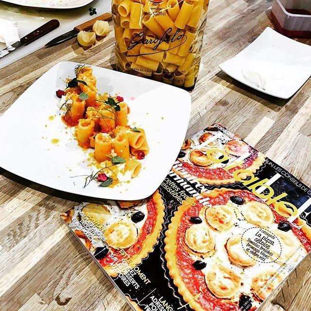"""Cours de cuisine pour les lectrices de @elleatable avec la pasta #Garofalo La recette dans mon nouveau livre de cuisine """"La Pasta è la Vita"""" #loveitaly #CREDERE #instagood #instachef #luxuryfood #luxuryeats #restaurantida #IDA #DucasseEdition #pasta #livre"""