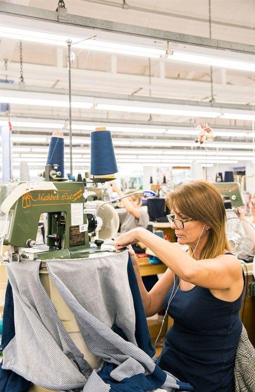 We visit the John Smedley factory in Derbyshire #johnsmedley #factory #stjameslondon #jermynstreet #flagship #retail #shopping #fashion #womenswear #menswear #knitwear #madeinbritain #britishstyle Photography by Emli Bendixen