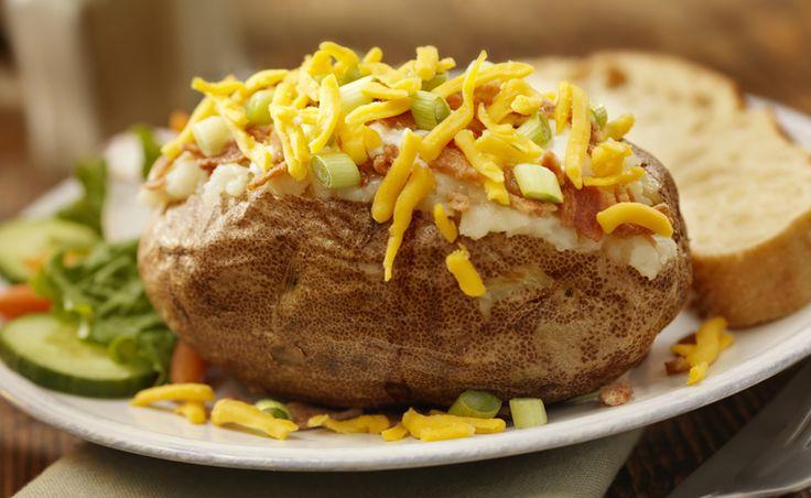 Conheça diferentes opções de recheios – com ou sem carne – para fazer deliciosas batatas recheadas de forma prática, sempre que der vontade.