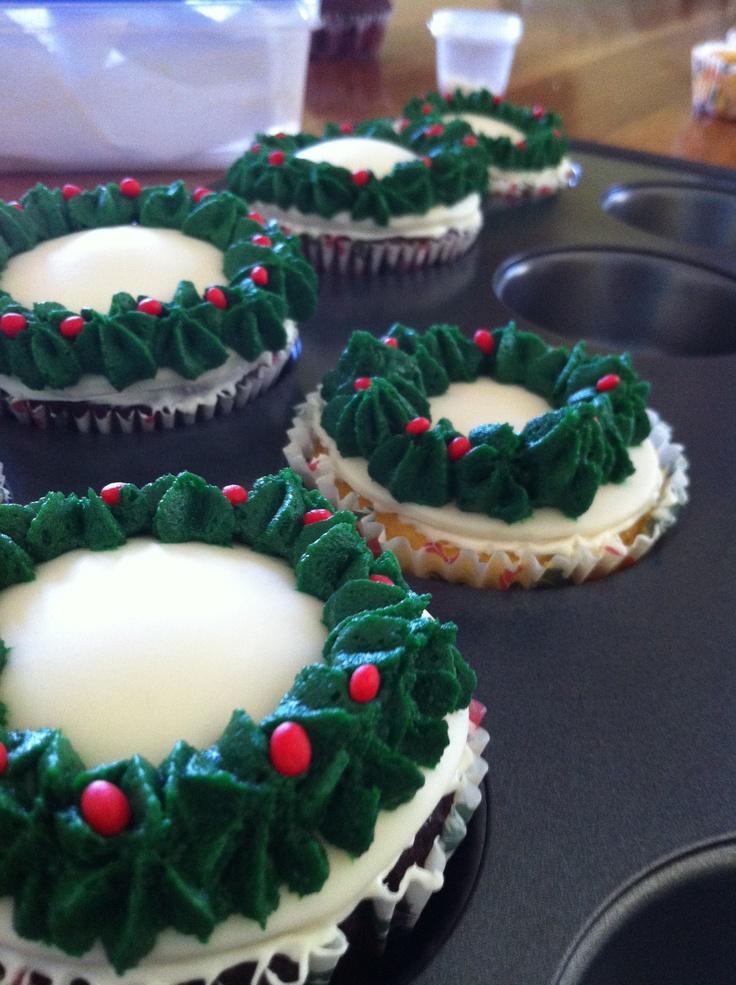 Christmas wreath Vanilla muffins