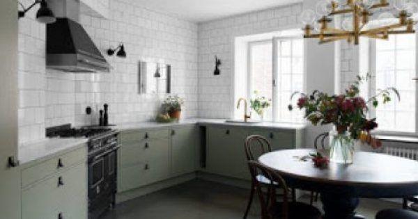 Όσο συχνά κι αν καθαρίζεις τις επιφάνειες στην κουζίνα σου οι μυρωδιές από το τηγάνι ή τον φούρνο κάθε φορά που μαγειρεύεις μένουνπεισματικά στον χώρο ακόμ