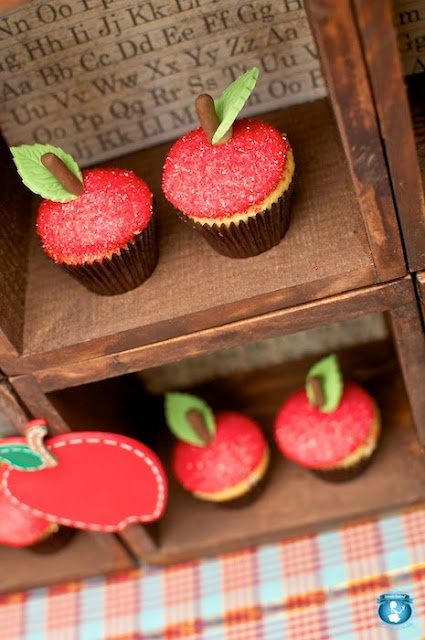 back to school apple cupcakes