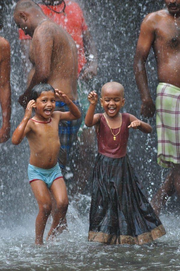"""30.08.16 Grata pelo presente! \o/  """"Se a chuva é purificação, então deixa molhar"""" - Mato Seco"""