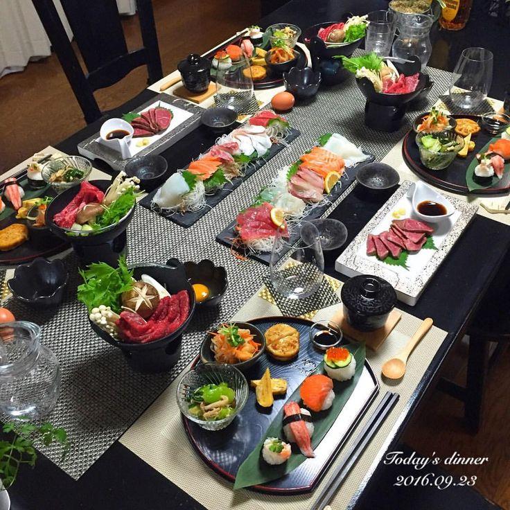 . 福岡の仲良し夫婦が遊びに来て くれたので#和食 でおもてなし . ✿ 手毬寿司 ✿ 鮭の南蛮漬け ✿ キノコと青梗菜のおひたし ✿ れんこんのはさみ揚げ ✿ 刺身 ✿ 和牛のたたき ✿ すきや - chihana.12