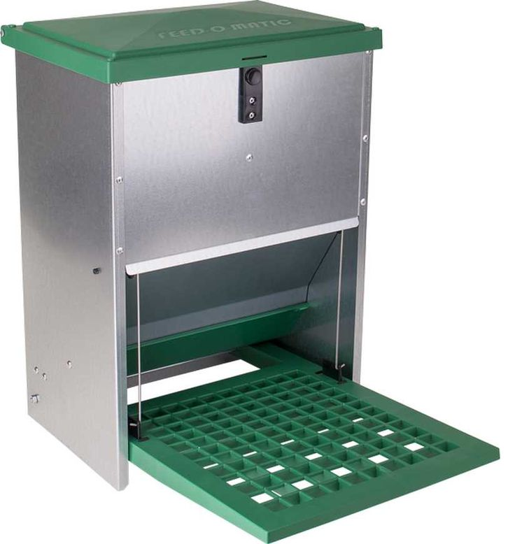 GALVANISED TREADLE FEEDER 12KG Treadle action feeder with galvanised body and moulded plastic lid and treadle Suitable for adult chickens and ducks 12kg capacity for pellets etc. High quality product.