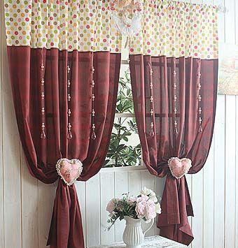 La combinación de diferentes texturas de tejidos para cortinas