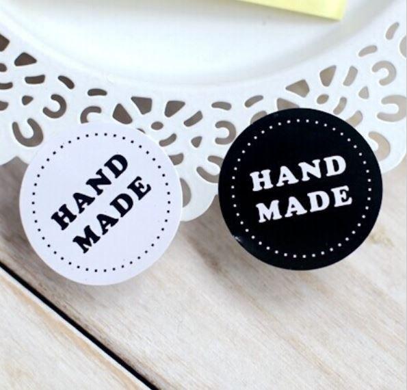 """Flotte #sorte og #hvide #stickers med #""""Handmade"""" tryk - perfekte som pynt på jeres hjemmelavede gæstegaver."""