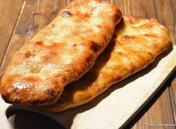 Hoy me he animado a preparar todo un clásico de nuestras panaderías: la coca de panadero. Hace unos días vi un vídeo de Xavier Barriga dónde explicaba de una forma muy clara como hacer la coca de panadero. Tengo que deciros que aunque lleva un...