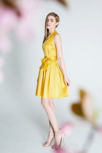 Sukienka z kontrafałdami, żółta. D103