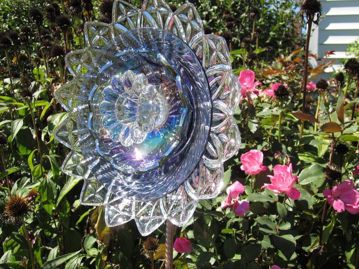 17 best images about garden art mosaic on pinterest for Recycled glass flowers