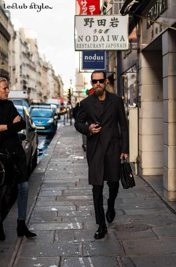 Menswear Street Style. Justin O'Shea by Ángel Robles at Paris Fashion Week. Rue Saint Honore, Paris.