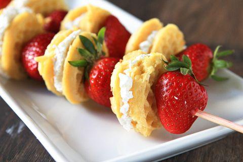 Frühstück auf einem Stic :) Erdbeere, Waffeln und Sahne.   – Hello, Sweety.