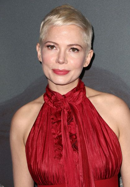 "Michelle Williams Photos - Michelle Williams attends the premiere of Sony Pictures Entertainment's ""All The Money In The World"" at Samuel Goldwyn Theater on December 18, 2017 in Beverly Hills, California. - Premiere Of Sony Pictures Entertainment's 'All The Money In The World' - Arrivals"
