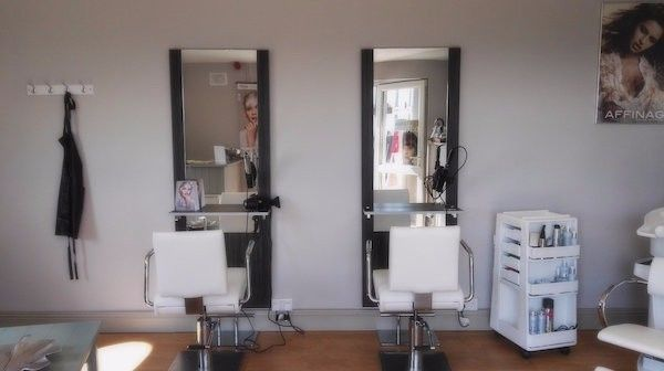 DescriptionStart earning immediately! Fully established andequipped hairdressing salon FOR SALE with a large existing clientele. Situatedin the beautiful seaside village of Kilmore Quay. Ready for one or two styliststo start immediately. The salon is perfectly placed on the Quay with a directview of the Marina which is hugely popular tourist destination during thesummer months. With daily trips to the amazing Saltee islands and world classaward winning sea food restaurants only meters away…