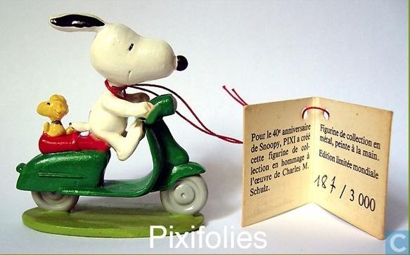 Snoopy on a Motorscooter