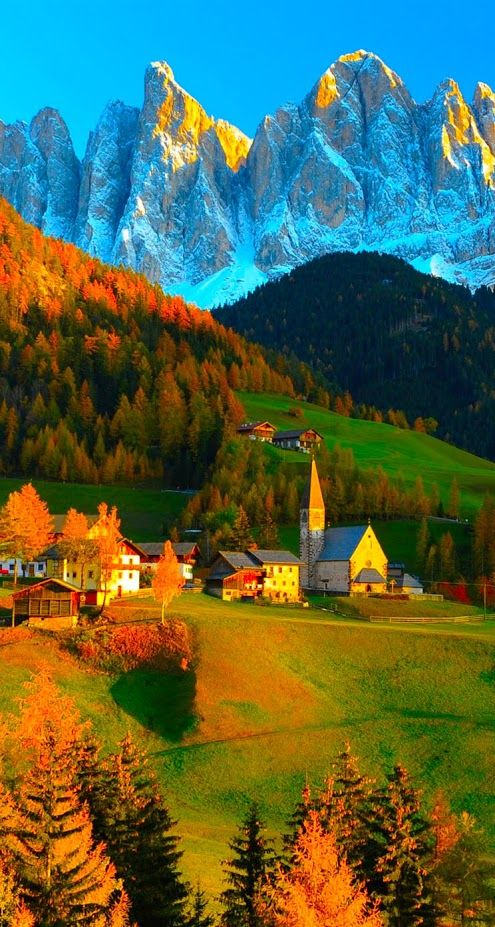 Dolomites, Italy OMG, how exquisitely stunning is it to live in a place so breathtakingly beautiful. This will be my future home
