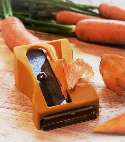 Epluchez, pelez, et taillez des rubans ou chips de carottes, courgettes, concombres et autres légumes de formes similaires, pour décorer et mettre du style à vos plats.