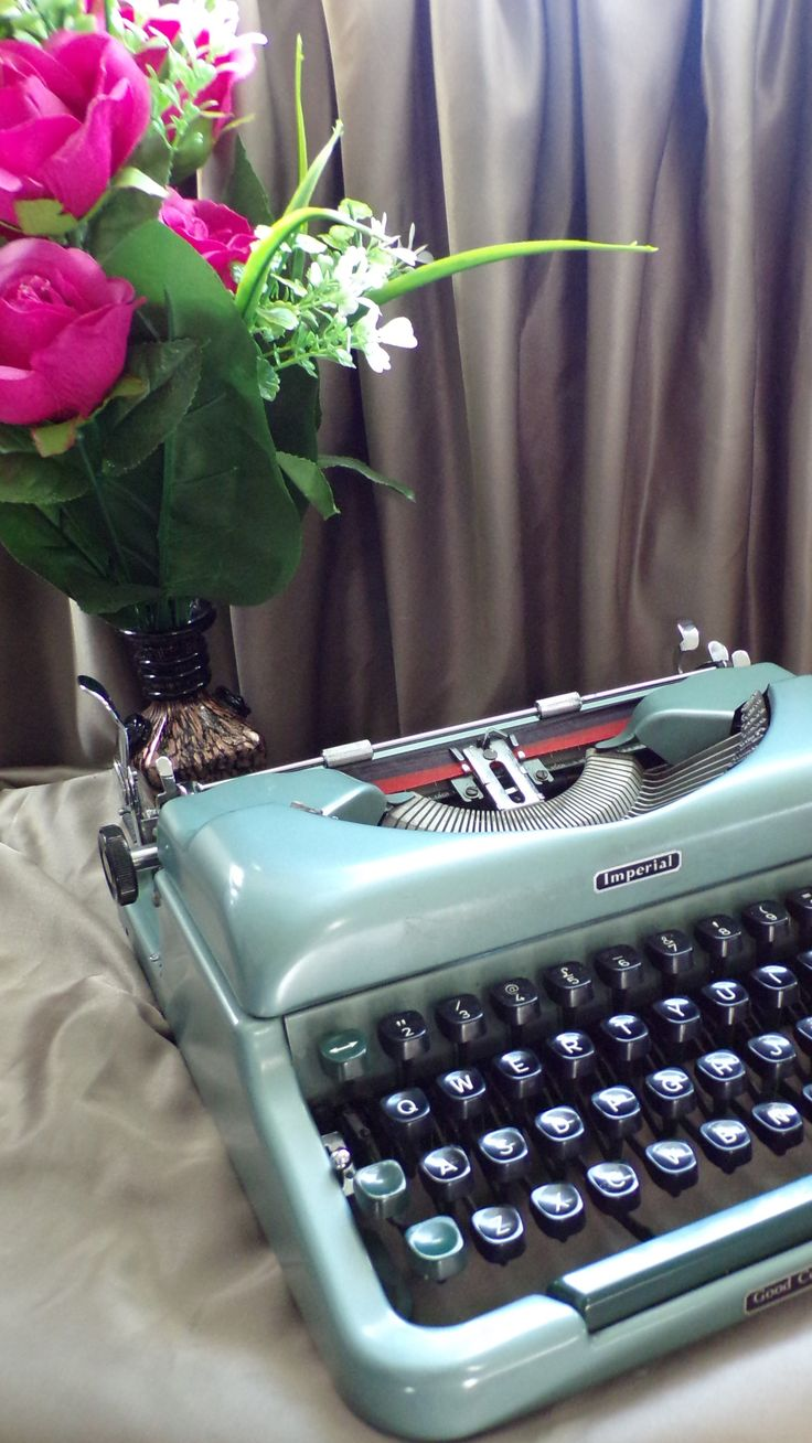 Pin by Virtuadmin on Typewriters in 2019 | Portable typewriter, Vintage typewriters, Typewriter