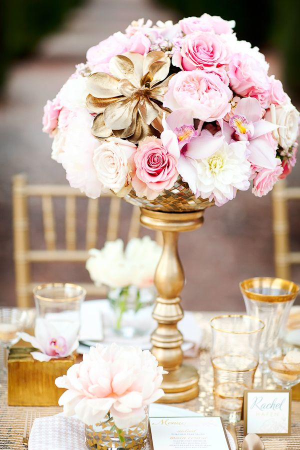 Lovely pink&gold table setting | Photographer: AK Studio & Design, Flowers: Bloomers Floral