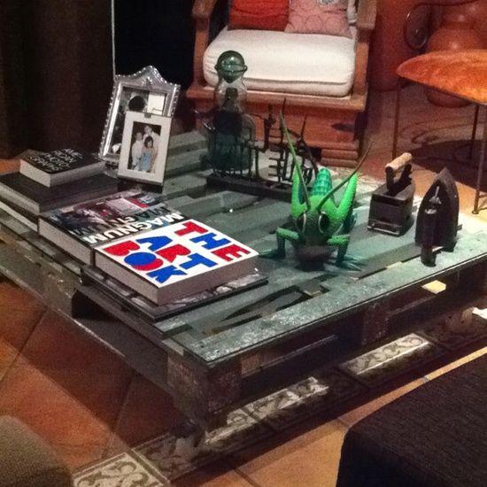 Mesa ratona producida a partir del reciclaje de pallets. Coffee table produced from recycled pallets.