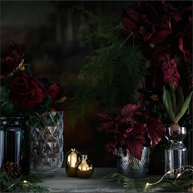 Christmas mood the elegant way – shiny details, a dark colour palette and a hint of bling ✨  Tap the link in bio to shop. #HMHome